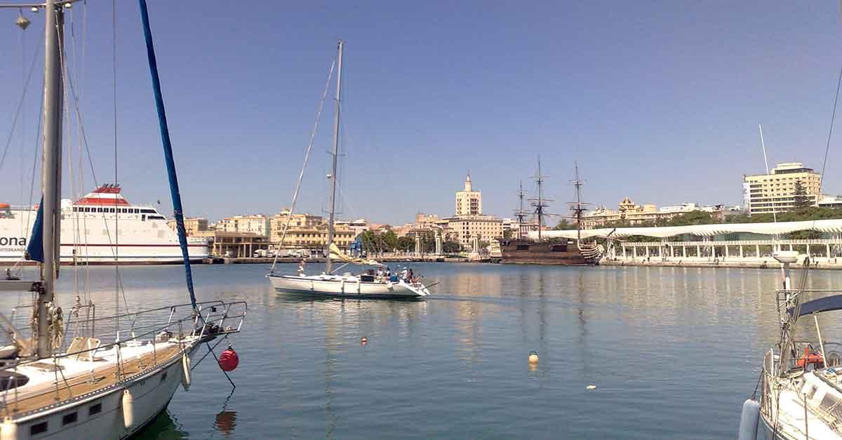 Malaga Tourismus / Hafen - Muelle Uno