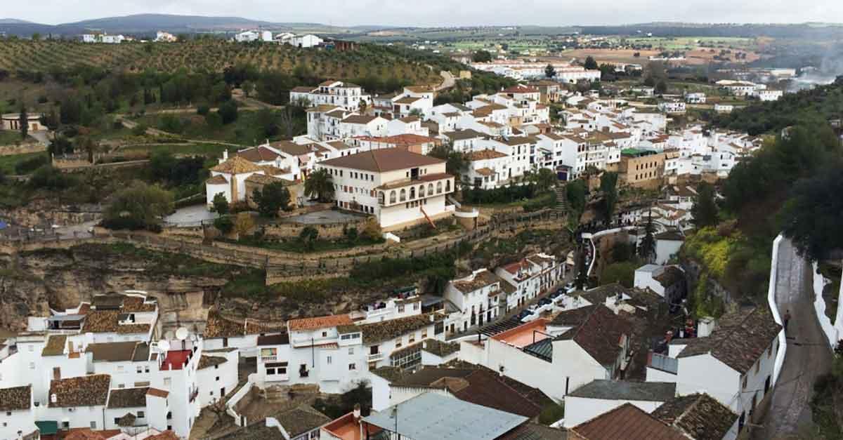 Setenil de las Bodegas von oben