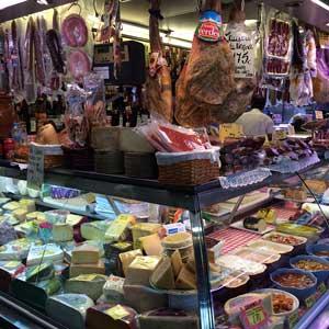 Fleisch und Wurstwaren im Atarazanas Málaga