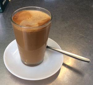Café con leche, mitad