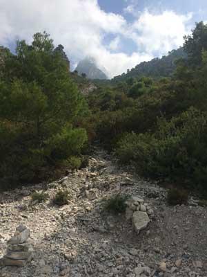 Cierro Cisne: Der K2 der Sierra Almijara thront im Nebel.