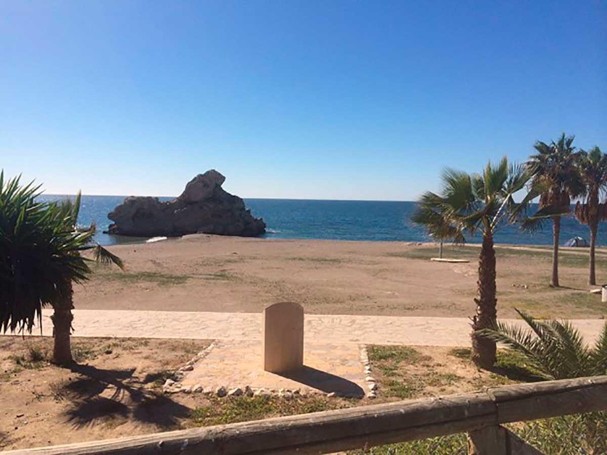Peñón del Cuervo, Strand und Felsen