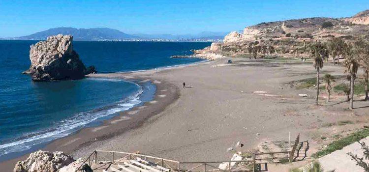 Infos zum Strand Peñón del Cuervo in Málaga Ost: Anfahrt & Strandbeschaffenheit