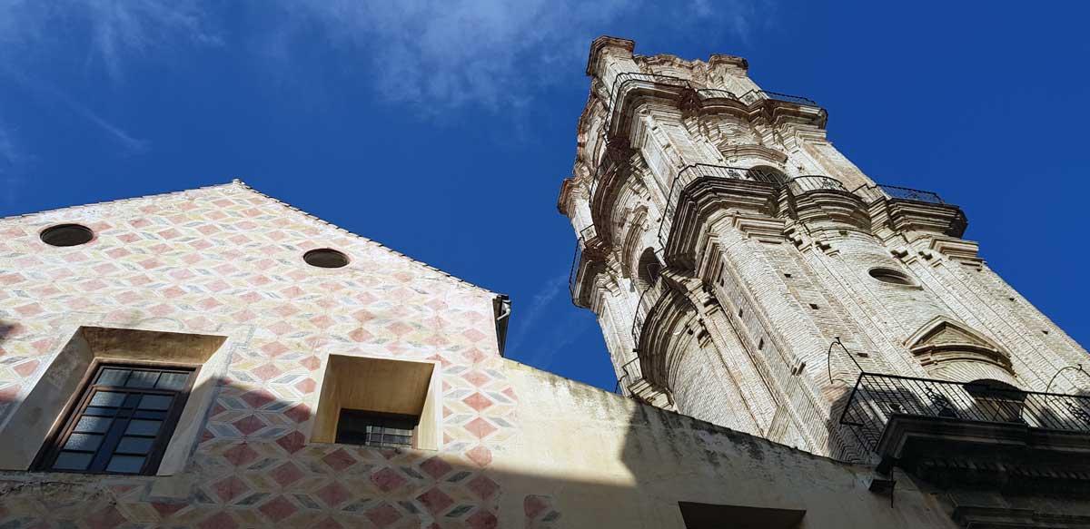 Abfahrt aus Málaga Stadtzentrum: Kirche San Juan im gleichnamigen Viertel.