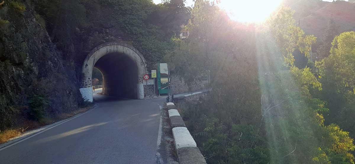 Tunnel vor Staudamm Agujero, Malaga